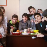 В час по технологии и предприемачество в V клас, учениците сътвориха чудеса и си похапнаха вкусно.