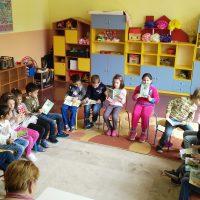През месец април се проведе среща на децата от ПГ с детската писателка Ангелина Жекова.